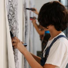 Students working on a drawing exercise in the summer camp, Experimental Drawing with the Body